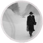 Blizzard On Park Avenue Round Beach Towel