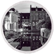 Bruges Canal In Black And White Round Beach Towel