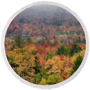 Cabin In Vermont Fall Colors Round Beach Towel