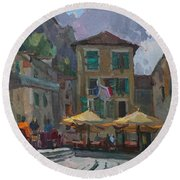 Cafe In Old City Round Beach Towel