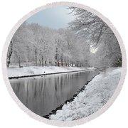 Canal In Winter Round Beach Towel by Randi Grace Nilsberg