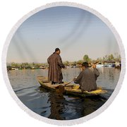 Cartoon - Kashmiri Men Plying A Wooden Boat In The Dal Lake In Srinagar Round Beach Towel