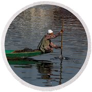 Cartoon - Man Plying A Wooden Boat On The Dal Lake Round Beach Towel