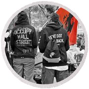 Round Beach Towel featuring the photograph Che At Occupy Wall Street by Lilliana Mendez