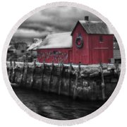 Christmas In Rockport New England Round Beach Towel