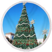 Courtyard Christmas Round Beach Towel