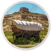 Covered Wagon At Scotts Bluff National Monument Round Beach Towel by Sue Smith