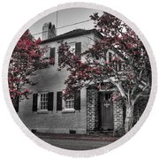Crape Myrtles In Historic Downtown Charleston 1 Round Beach Towel