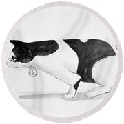 Crouching Cat Round Beach Towel