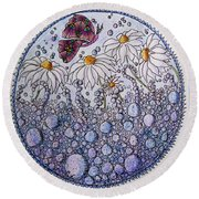 Daisies And A Butterfly Round Beach Towel