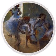 Dancers On A Bench, 1898 Round Beach Towel