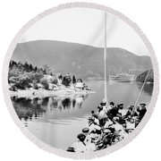 Dayliner At The Narrows In Black And White Round Beach Towel