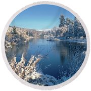 Drake Park Along Mirror Pond In Winter Round Beach Towel