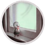 Duckie At The Window Round Beach Towel