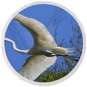 Egret Flying Round Beach Towel