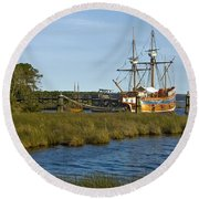Round Beach Towel featuring the photograph Elizabeth II In Port  by Greg Reed
