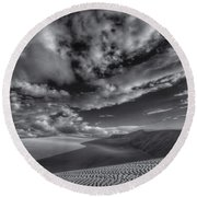 Endless Black And White Round Beach Towel