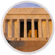 Facade Of A Memorial Building, Lincoln Round Beach Towel