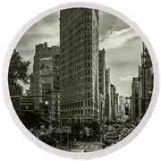 Flatiron Building - Black And White Round Beach Towel