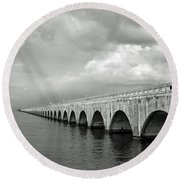 Florida Keys Seven Mile Bridge Black And White Round Beach Towel