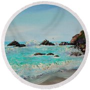 Foamy Ocean Waves And Sandy Shore Round Beach Towel