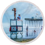 Foggy Beach View Round Beach Towel