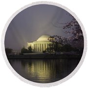 Foggy Morning At The Jefferson Memorial 1 Round Beach Towel