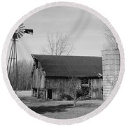 Forgotten Farm In Black And White Round Beach Towel
