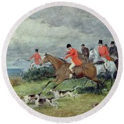 Fox Hunting In Surrey Round Beach Towel
