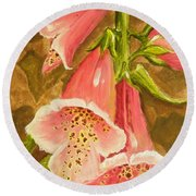 Foxy Foxglove Of Williamsburg Round Beach Towel