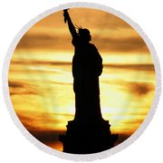 Statue Of Liberty Silhouette Round Beach Towel