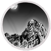 Full Moon Over The Suicide Rock Round Beach Towel
