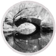 Central Park Photograph - Gapstow Bridge Vertical Round Beach Towel
