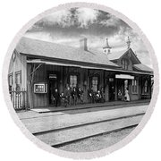 Garrison Train Station In Black And White Round Beach Towel