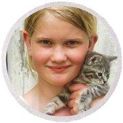 Girl With Kitten Round Beach Towel