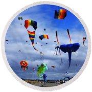 Go Fly A Kite 4 Round Beach Towel