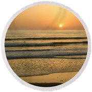 Golden California Sunset - Ocean Waves Sun And Surfers Round Beach Towel