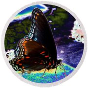 Gona-fly-butterfly Round Beach Towel