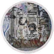 Graffiti In New York City Che Guevara Mussolini  Round Beach Towel