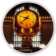 Grand Old Clock At Grand Central Station - Front Round Beach Towel