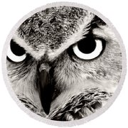 Great Horned Owl In Black And White Round Beach Towel