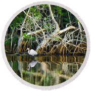 Great White Egret And Reflection In Swamp Mangroves Round Beach Towel