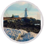 Green Point Light And Quartz Outcrop Round Beach Towel
