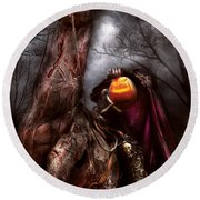 Halloween - The Headless Horseman Round Beach Towel