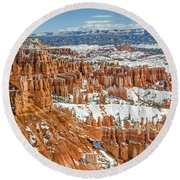 Hoodoos At Sunset Point Round Beach Towel