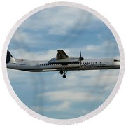 Horizon Airlines Q-400 Approach Round Beach Towel