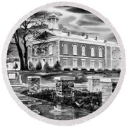 Iron County Courthouse IIi - Bw Round Beach Towel