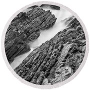 Jagged - Montana De Oro State Park In California In Black And White Round Beach Towel