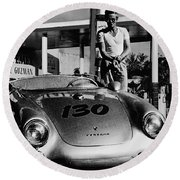 James Dean Filling His Spyder With Gas In Black And White Round Beach Towel