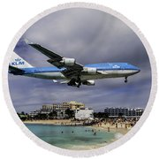 K L M Landing At St. Maarten Round Beach Towel by David Gleeson